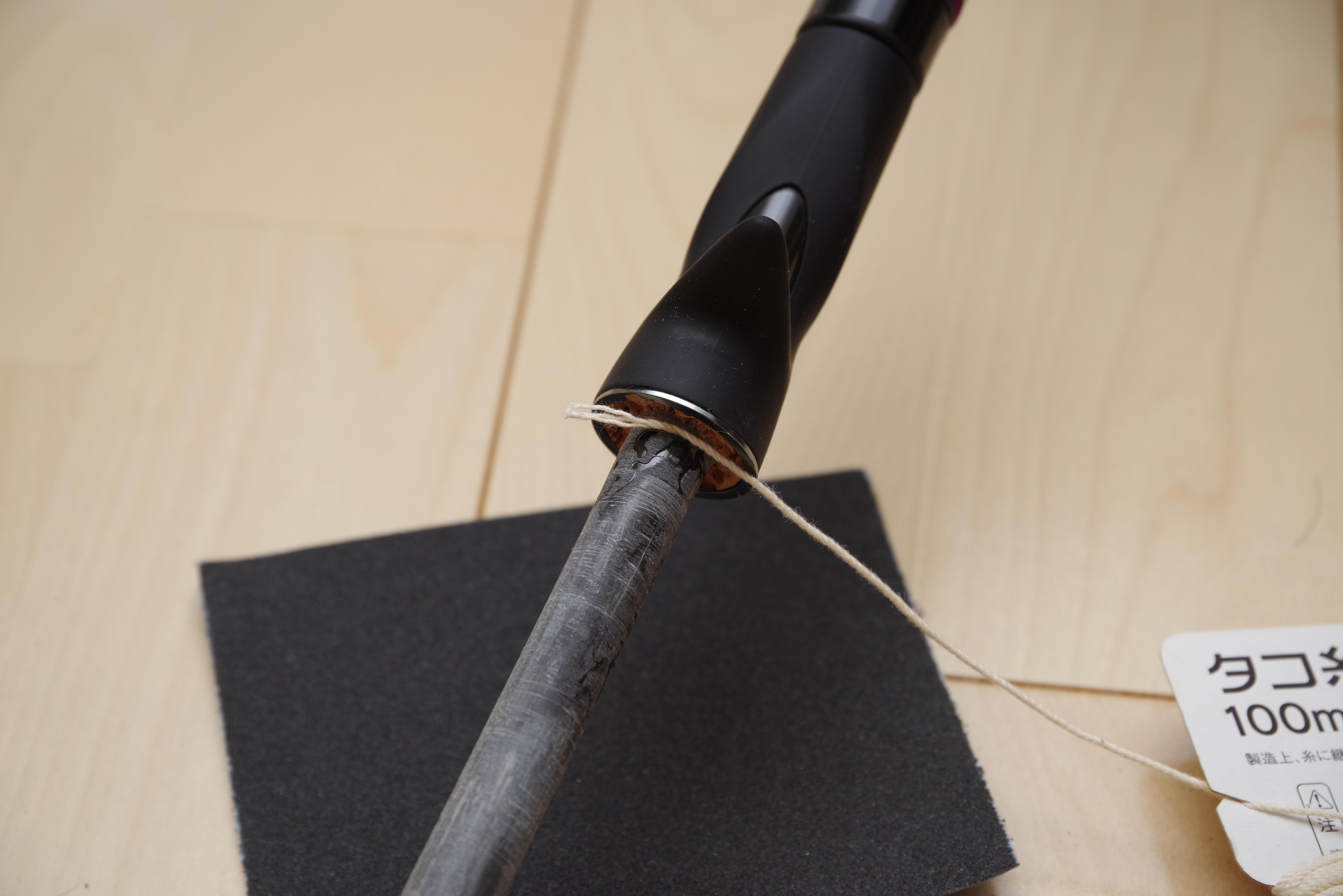 タコ糸の端は瞬間接着剤で固定してから巻いていく